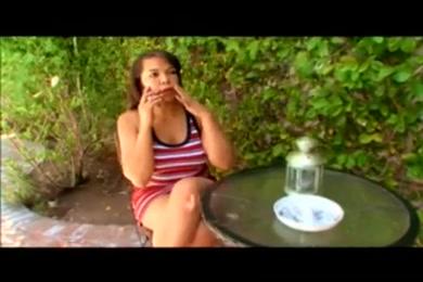 Xxxx lan kissing videos you tube