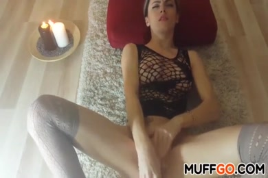 Hot amateur babe masturbates until she squirts.
