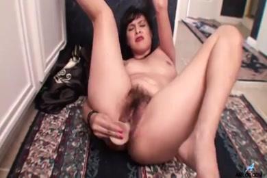 Teen cums all over a dildo.