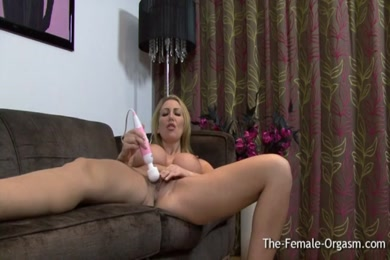 Big butt milf gets her shaved pussy railed.