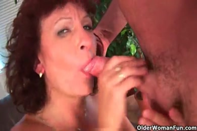 Sexy babe gets her hairy pussy creamed by cock