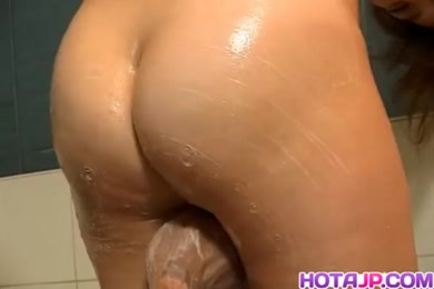 Solo male masturbate in shower with buttplug.