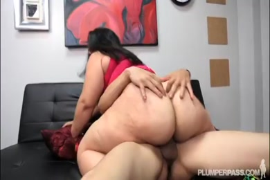 Bbc fucks big booty latina on couch.
