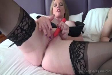 Solo female masturbate her pussy with vibrator.